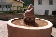 28-Brunnen vor Kirche